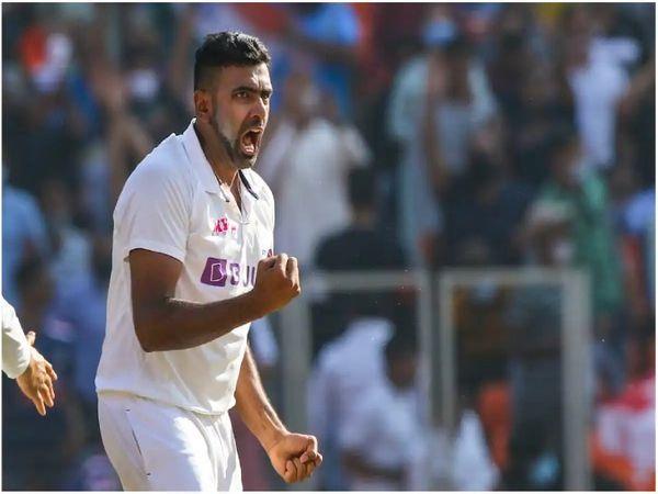 भारतीय स्पिनर रविचंद्रन अश्विन ने करियर के 400 टेस्ट विकेट पूरे कर लिए। वे टेस्ट में तेजी से 400 विकेट लेने वाले दुनिया के दुसरे गेंदबाज बन गए हैं। - Dainik Bhaskar