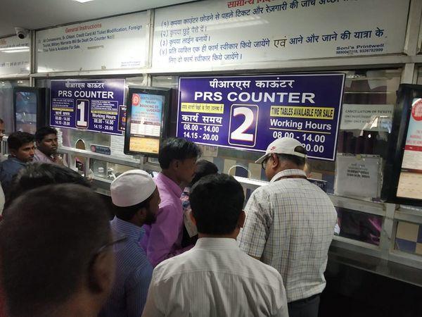 रेल मंत्रालय के मुताबिक रेलवे अनारक्षित ट्रेन सर्विस को स्टेप बाय स्टेप तरिके से जारी किया जाएगा।  (फाइल) - Dainik Bhaskar