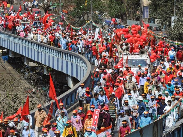 Left and Congress supporters started arriving in Kolkata from Saturday to attend the rally.  - Dainik Bhaskar