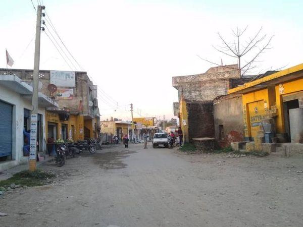 भारत-पाकिस्तान के बीच DGMO लेवल की बातचीत के बाद LoC से सटे इलाकों में शांति रही। हालांकि सड़कों पर चहल-पहल कम रही।
