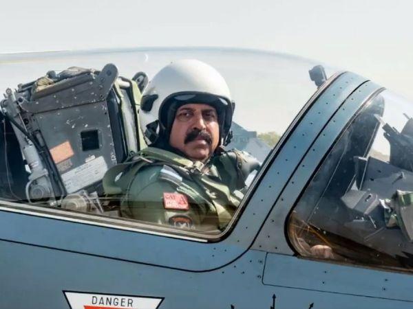 वायुसेना प्रमुख आरकेएस भदौरिया ने महाराजपुर से मिराज फाइटर जेट में उड़ान भरी।