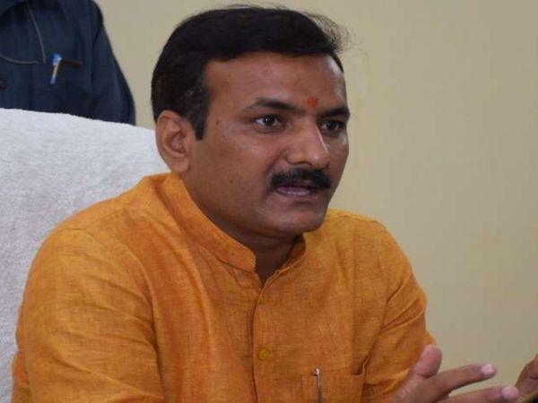 एक मार्च से प्राथमिक स्कूलों को खोलने की इजाजत दी गई है। इस बीच यूपी के बेसिक शिक्षा मंत्री ने कहा है  स्कूलों में अभी 50 फीसदी छात्रों के आने की ही अनुमति दी जाएगी। - Dainik Bhaskar