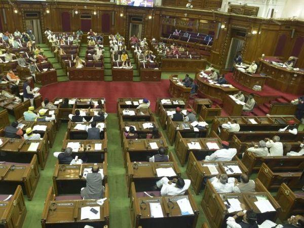 गुंडा एक्ट संशोधन विधेयक के अलावा आज उत्तर प्रदेश लोक एवं निजी संपत्ति विरूपण निवारण विधेयक 2021 भी पास किया गया। - Dainik Bhaskar