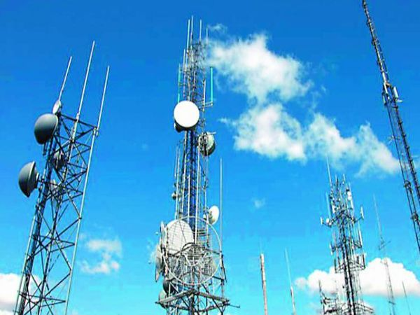 In the latest auction, more than 2,250 MHz telecom spectrum has been offered, these spectrum are of 7 bands and their total value at the reserve price is around 4 lakh crores - Dainik Bhaskar