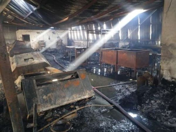 After extinguishing the fire, the owner was once stunned by the condition inside the factory.  - Dainik Bhaskar