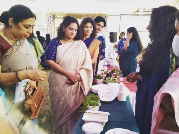 विजय लक्ष्मी अलग-अलग जगहों पर आयोजित होने वाले एक्सपो में भी अपना स्टॉल लगाती हैं और अपने प्रोडक्ट की मार्केटिंग करती हैं।