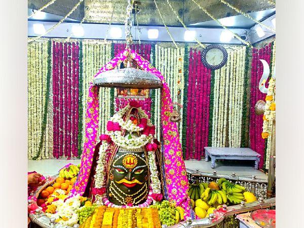 महाकाल मंदिर में मंगलवार को सायंकाल बाबा महाकाल का श्रंगार दर्शन। - Dainik Bhaskar