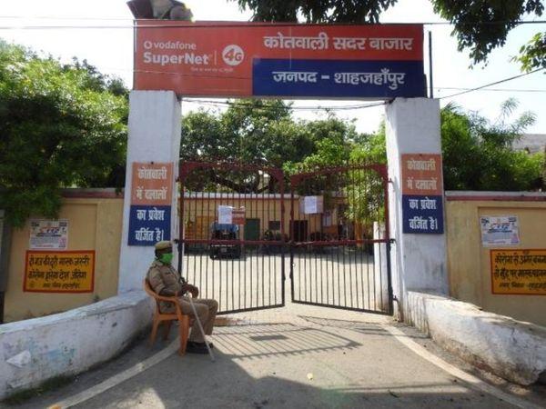 यूपी में शाहजहांपुर के सदर बाजार इलाके में रहने वाली तीन छात्राएं स्कूल जाने के बाद घर नहीं लौटी हैं। पुलिस ने उनकी तलाश में कई टीमें लगाई हैं। - Dainik Bhaskar