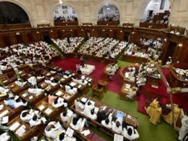 There was an uproar during the proceedings of the House on Tuesday in the UP Legislative Assembly when the Law Minister of the Government Brijesh Pathak said in the House that the Government was going to withdraw the cases filed against the leaders.  - Dainik Bhaskar