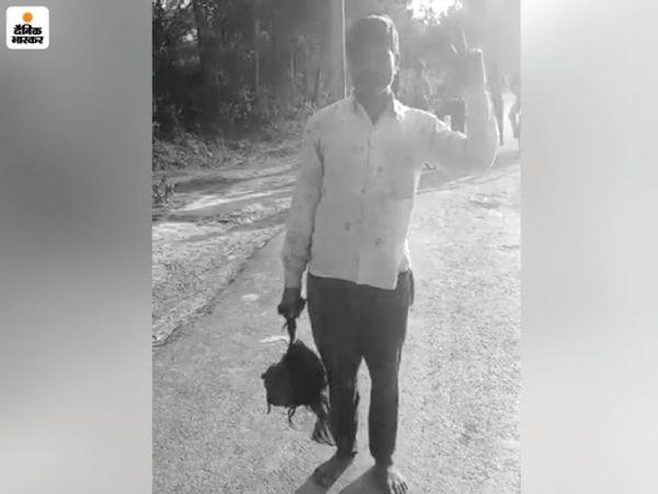 बेटी की हत्या का आरोपी सर्वेश उसका कटा हुआ सिर लेकर पुलिस थाने पहुंचा। - Dainik Bhaskar