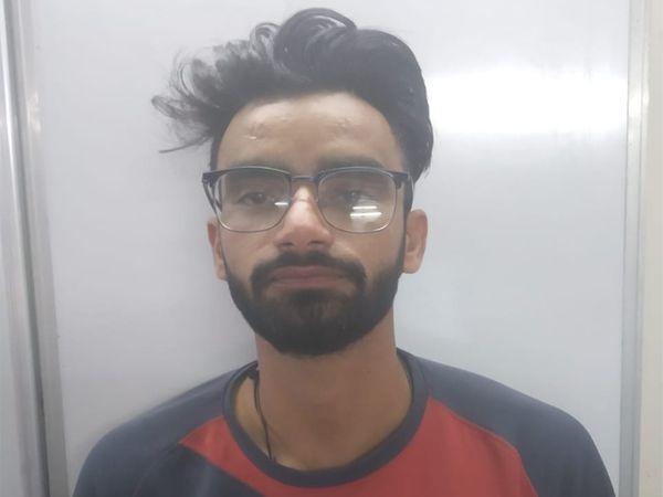 राजस्थान के जालौर में रहने वाले आरिफ पर आयशा को खुदकुशी के लिए उकसाने का आरोप है। उसे सोमवार रात पाली से गुजरात पुलिस ने गिरफ्तार कर लिया।