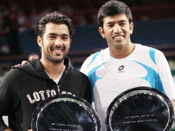 2011 में पेरिस मास्टर्स में मेन्स डबल्स खिताब जीतने के बाद ट्रॉफी के साथ पाकिस्तान के ऐसाम कुरैशी और भारत के रोहन बोपन्ना। - Dainik Bhaskar