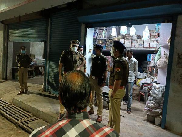 यूपी के गोरखपुर में स्कूटी सवार बदमाशों ने एक व्यापारी से 35 लाख रुपए के गहने लूट लिए। पुलिस पूरे मामले का खुलासा करने में जुटी हुई है। - Dainik Bhaskar