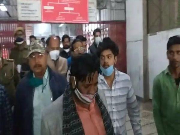 मोहनलाल गंज से सांसद कौशल किशोर ने कहा है कि जांच के बाद पुलिस को उचित कार्रवाई करनी चाहिए। जो भी दोषी हो उसके खिलाफ कार्रवाई की जाए। - Dainik Bhaskar