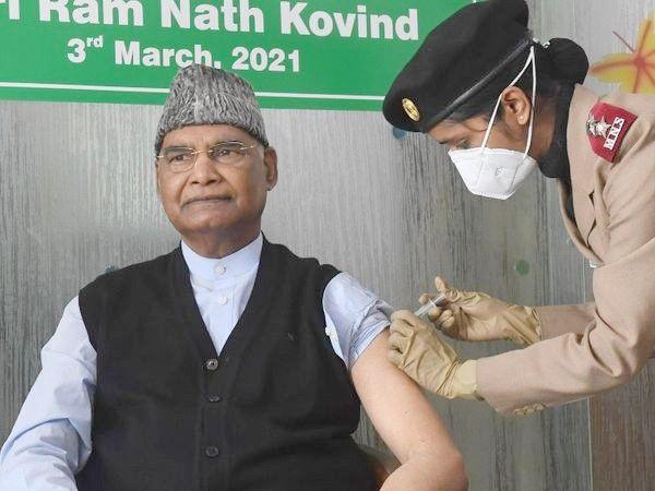दिल्ली के RR हॉस्पिटल में कोरोना वैक्सीन लगवाते राष्ट्रपति रामनाथ कोविंद।