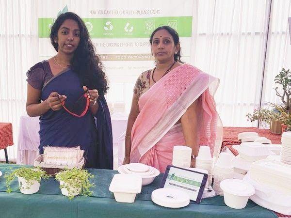 विजय लक्ष्मी (दाएं) पेशे से सॉफ्टवेयर इंजीनियर हैं। करीब 20 साल तक उन्होंने अलग-अलग कंपनियों में काम भी किया है। अब गन्ने के वेस्ट से क्रॉकरी तैयार कर रही हैं। - Dainik Bhaskar