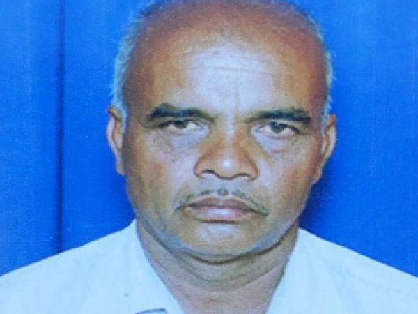ग्राम पंचायत वनसिंग के ग्राम पंचायत सचिव रतनलाल को रंगेहाथ पकड़ने गई लोकायुक्त पुलिस को चकमा देकर भाग गया - Dainik Bhaskar