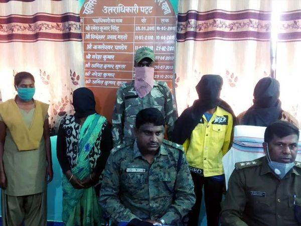 गिरफ्तार आरोपी में मुनिया देवी, चांदनी देवी, मनोज उरांव और एतवा उरांव शामिल है। - Dainik Bhaskar