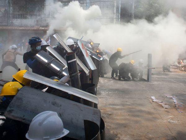 नवंबर में सेना ने तख्तापलट कर सत्ता पर कब्जा कर लिया था, इसके बाद वहां लगातार प्रदर्शन जारी हैं।