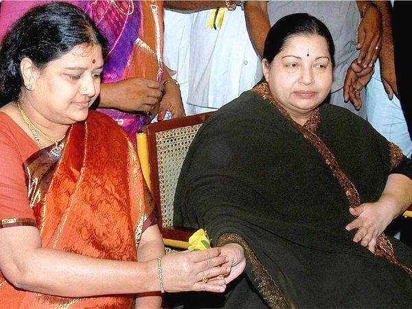 अम्मा यानी जयललिता के जमाने में बेहद ताकतवर रही पूर्व अभिनेत्री शशिकला चिन्नम्मा के नाम से जानी जाती हैं।