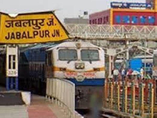 जबलपुर सहित मंडल के 11 रेलवे स्टेशन पर प्लेटफाॅर्म टिकट दर 50 रुपए कर दिया गया। - Dainik Bhaskar