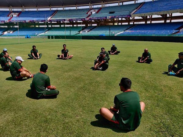 प्रैक्टिस के दौरान रायपुर के स्टेडियम में बांग्लादेश की टीम