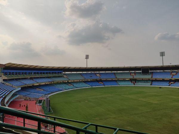 शहीद वीर नारायण स्टेडियम इससे पहले आईपील और चैंपियसं ट्रॉफी का मेजबान बन चुका है।