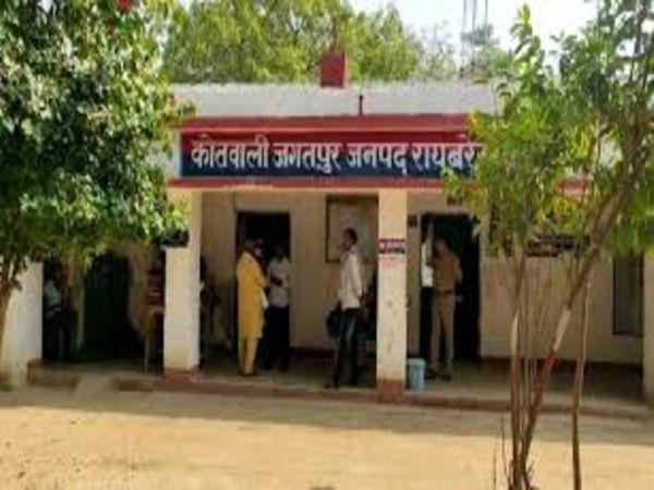 यूपी के रायबरेली जिले के जगतपुर थानाक्षेत्र में हुए एक हादसे में बच्ची की मौत हो गई। - Dainik Bhaskar