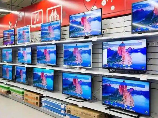 अभी फ्लैट-पैनल मार्केट में चीन और ताइवान की कंपनियों का दबदबा है। इस कारण यह कीमतें बढ़ातीरहतीहैं। - Dainik Bhaskar