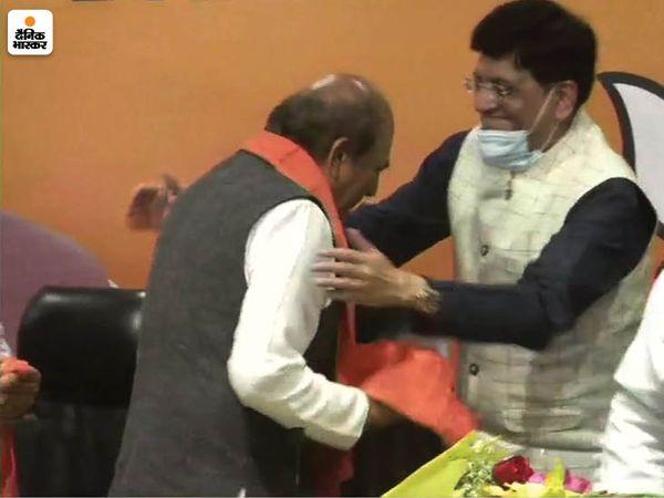 केंद्रीय मंत्री पीयूष गोयल ने भी दिनेश त्रिवेदी का भाजपा में स्वागत किया।