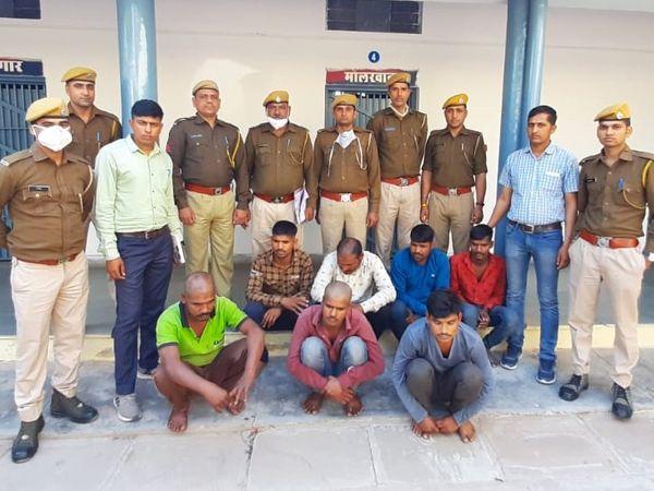 आरोपियों से वाहन चोरी की 2 दर्जन से अधिक वारदात व कोटा व बारां में एक दर्जन नकबजनी की वारदातों का खुलासा हुआ है। - Dainik Bhaskar