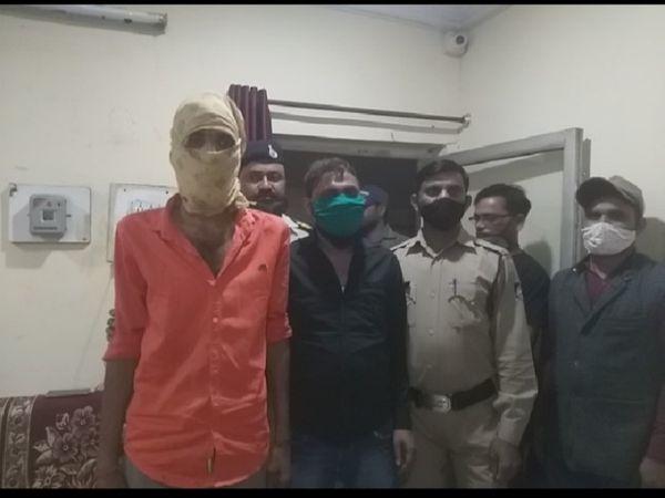 स्मैक के साथ पकड़े गए दो शातिर तस्कर, इनसे दो लाख रुपए की स्मैक मिली है - Dainik Bhaskar