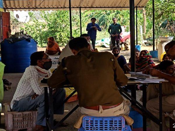 इस घटना के बाद बठेना गांव के आस-पास के इलाकों में पुलिस मुस्तैद हो चुकी है।