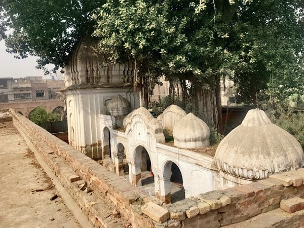 The Gorakhnath temple of the Nath sect located in the Gorghatri area of ​​Peshawar was built in the mid-19th century.  It was closed after the riots at the time of partition.  It reopened in 2011 after a lengthy legal battle.  - Dainik Bhaskar