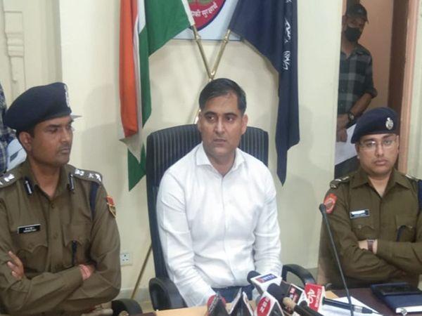 जयपुर में महिला से गैंग रेप कर वीडियो वायरल करने के मामले में तीन आरोपियों की गिरफ्तारी की गई। सोमवार को एडिशनल पुलिस कमिश्नर अजयपाल लांबा, डीसीपी हरेंद्र महावर और डीसीपी क्राइम दिगंत आनंद ने केस को खुलासा किया - Dainik Bhaskar