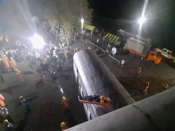 भेड़ाघाट में ट्रेन डिरेल का माॅकड्रिल कर आपदा में अपनी तैयारियों को परखा। - Dainik Bhaskar