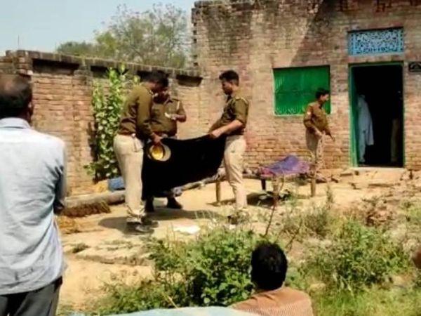 पुलिस ने शव को पोस्टमार्टम के लिए भेजा है। SP का दावा है कि अहम सुराग हाथ लगे हैं। जल्द इस प्रकरण का खुलासा किया जाएगा। - Dainik Bhaskar