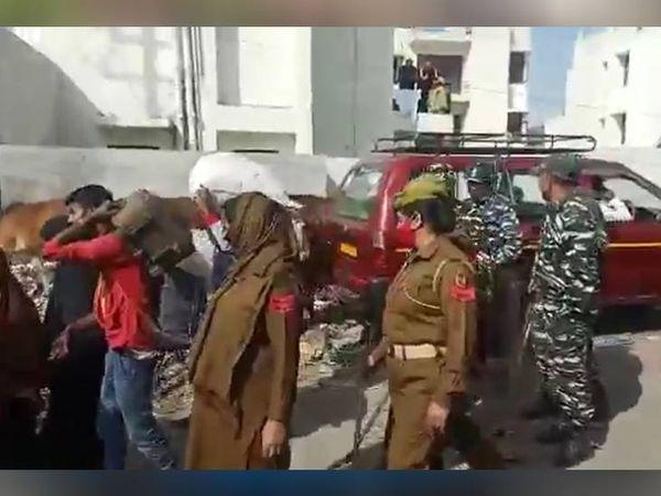 जम्मू में पहले फेज में हुई कार्रवाई में 155 रोहिंग्याओं को हिरासत में लेकर हीरानगर जेल में बने सेंटर में भेजा गया है।