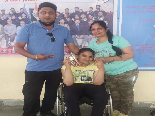 पैरालंपिक नैशनल शूटिंग चैंपियनशिप में 7वीं कक्षा की छात्रा सिमरन ने कांस्य पदक पर निशाना लगाया। - Dainik Bhaskar