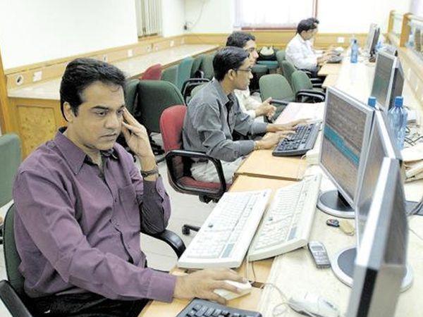 BSE पर 2,212 शेयरों में कारोबार हो रहा है। 1,517 शेयरों में बढ़त और 593 में गिरावट है। -फाइल फोटो - Dainik Bhaskar