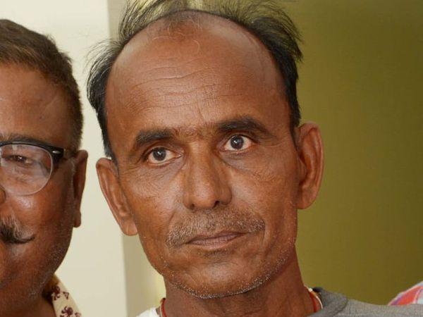 रिश्वत लेने के आरोप में गिरफ्तार सरपंच व दलाल को देर शाम न्यायाधीश के समक्ष पेश किया। - Dainik Bhaskar