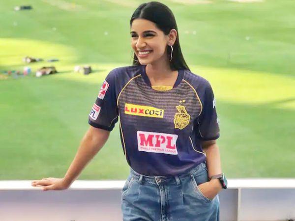 संजना IPL के पिछले सीजन में कोलकाता नाइट राइडर्स के फैन शो का हिस्सा रहीं थीं।