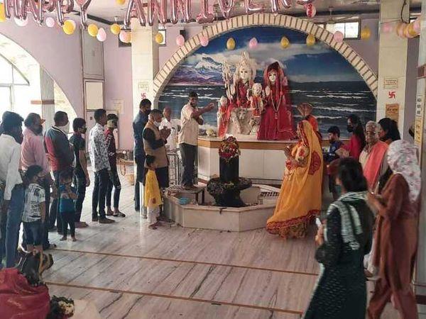 अजय नगर स्थित श्री शिव साईं धाम में महिला व पुरुष श्रद्धालुओं की लगी कतार-मोहन ठाडा