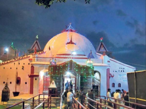 भगवान शंकर-मां पार्वती युक्त है शिवलिंग, इसमें 1200 छोटे रुद्र।