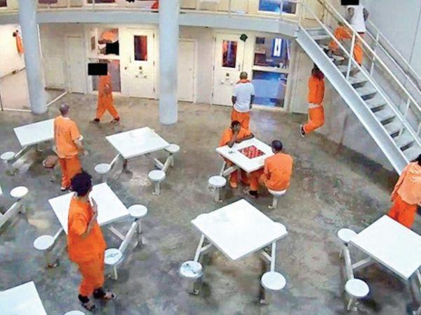 A group of hackers broke into the security of several US companies and institutions by hacking 330 cameras at the Madison County Jail.  - Dainik Bhaskar