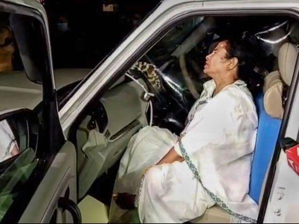 पश्चिम बंगाल की CM ममता बनर्जी ने बुधवार को आरोप लगाया था कि चुनाव प्रचार के दौरान नंदीग्राम में 4-5 लोगों ने उन पर हमला किया। - Dainik Bhaskar