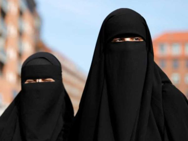 Sri Lankan Social Security Minister said that earlier Muslim women and girls never wore burqas.  It has come into vogue recently.  -File photo - Dainik Bhaskar
