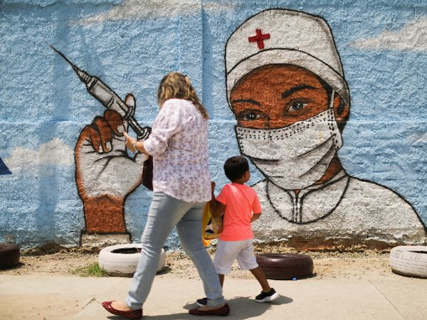 This photo is from Rio de Janeiro, Brazil.  Paintings have been made on walls here and there to make people aware of vaccination.