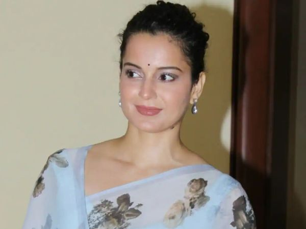 Kangana is already facing trial in Mumbai for her alleged inflammatory tweets.  In the defamation case of lyricist Javed Akhtar, the Mumbai Police is constantly summoning the actress.  - Dainik Bhaskar
