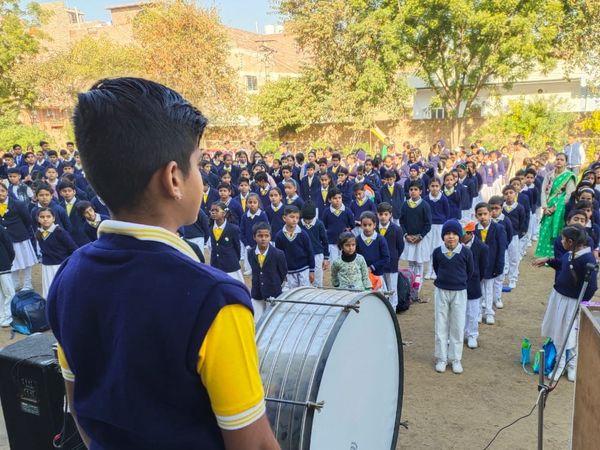 प्रदेश में कक्षा 6 से 12 तक के स्टूडेंट्स स्कूल आने लगे हैं। लेकिन 5वीं क्लास के छात्र इस सत्र में एक बार भी स्कूल नहीं जा पाए हैं। - Dainik Bhaskar